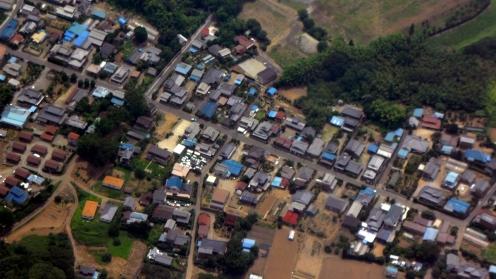 일본의 하늘. 내려다보이는 마을.