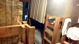밤에 찍어본 방.
